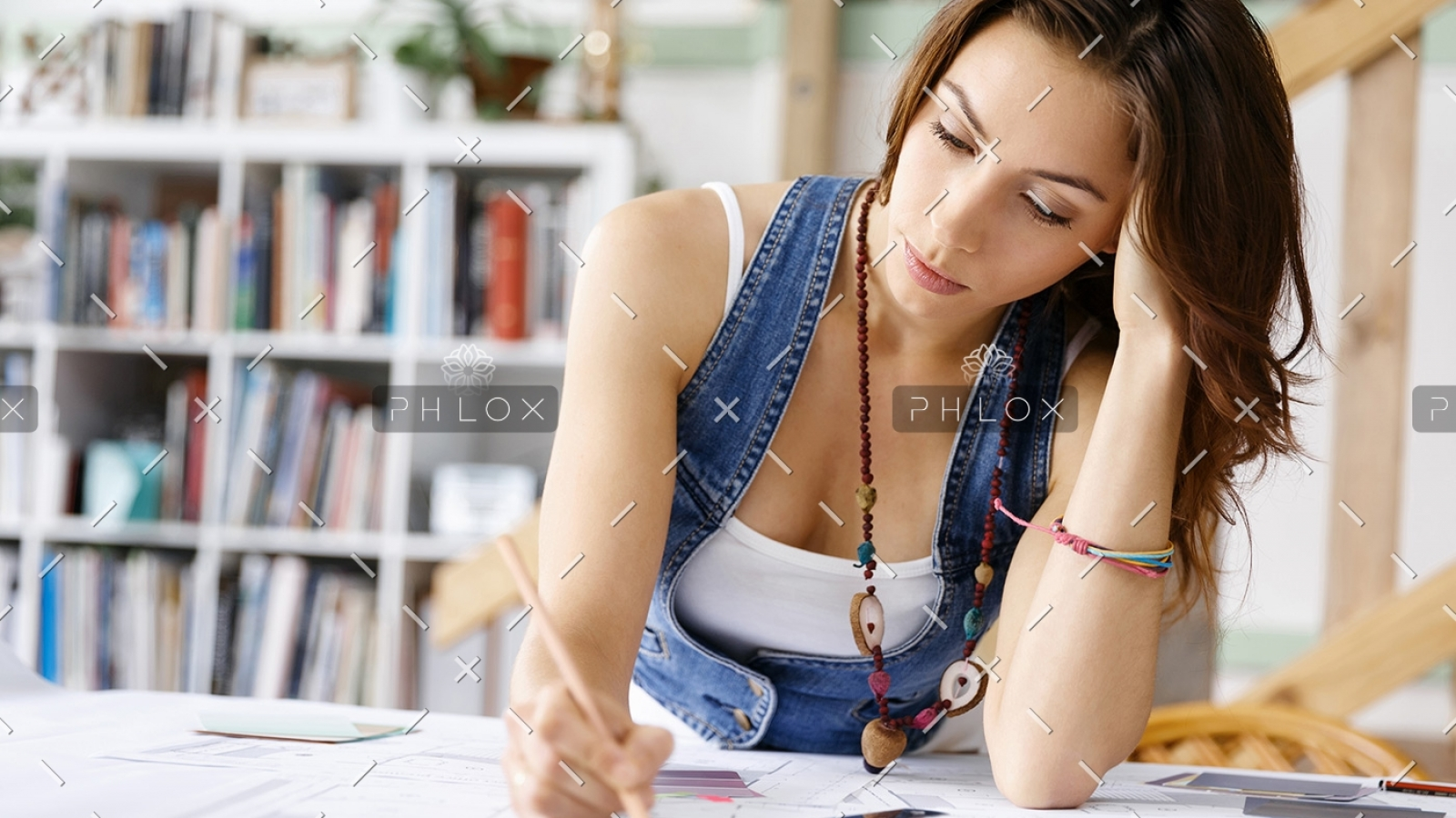 young-pretty-woman-at-her-desk-PDDLFRL-1